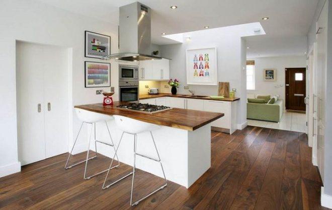 П-образная кухня, совмещённая с гостиной