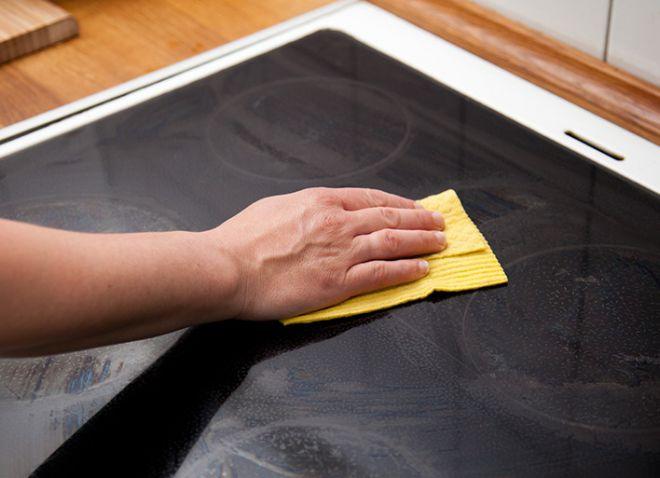 Чем отмыть стеклянную варочную панель: как правильно чистить закаленное стекло
