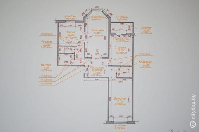 Техника в нишах белой кухни площадью 10 кв.м