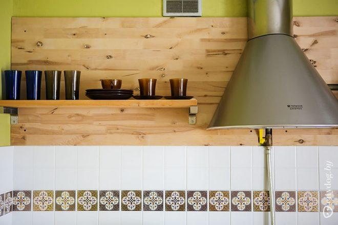 Деревянная кухня 7 кв.м с гостиной