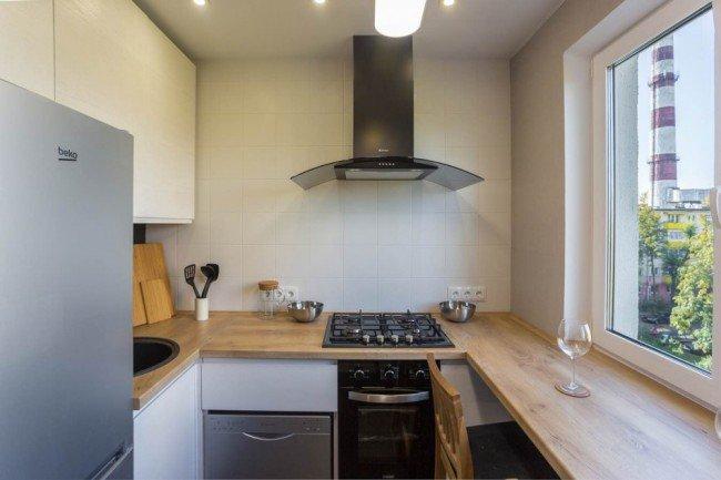 Кухня с подоконником