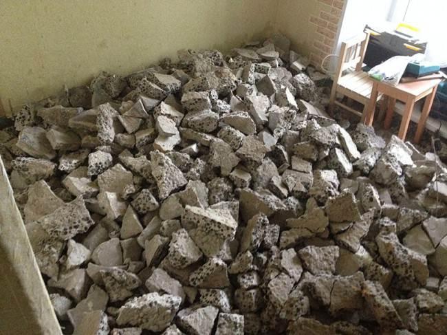 Демонтаж верхнего слоя напольного покрытия 10