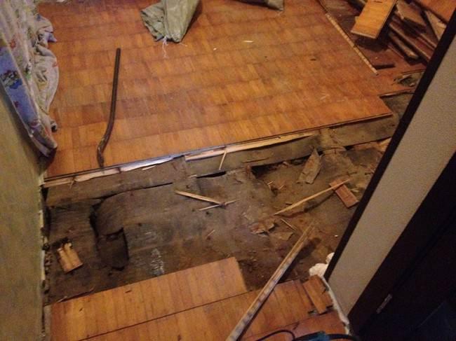 Демонтаж верхнего слоя напольного покрытия