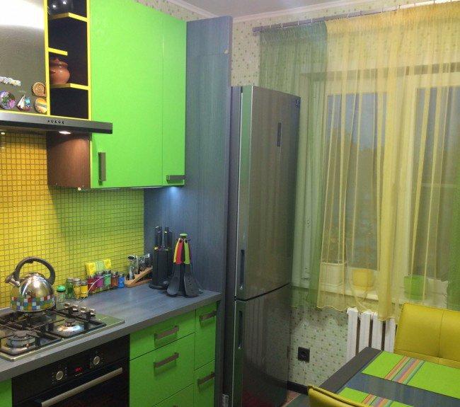 Яркая салатовая кухня