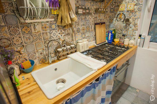 Кухня в деревенском стиле без фасадов