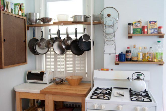 Кухня с посудой