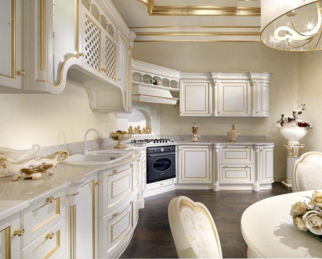 Кухня в классическом стиле с позолотой