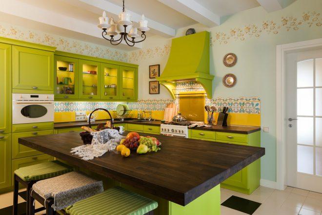 Кухня лимонного цвета в стиле прованс