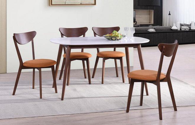 Минималистичный стол и стулья