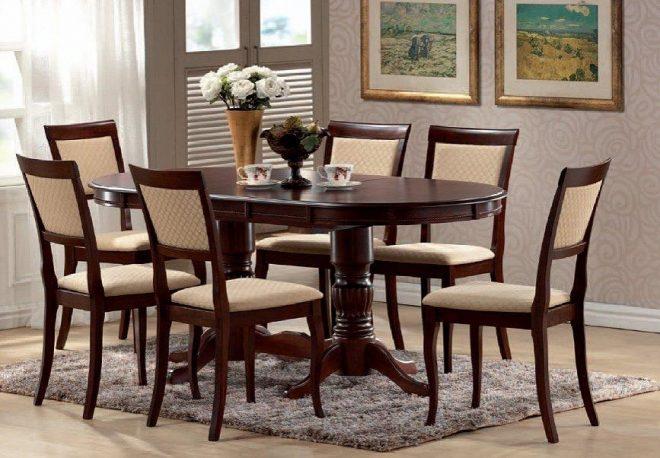 Большой деревянный кухонный стол и стулья