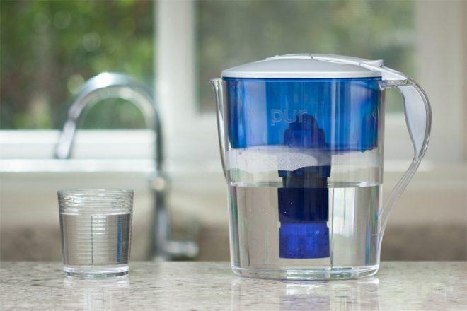 Чистка микроволновки очищенной водой