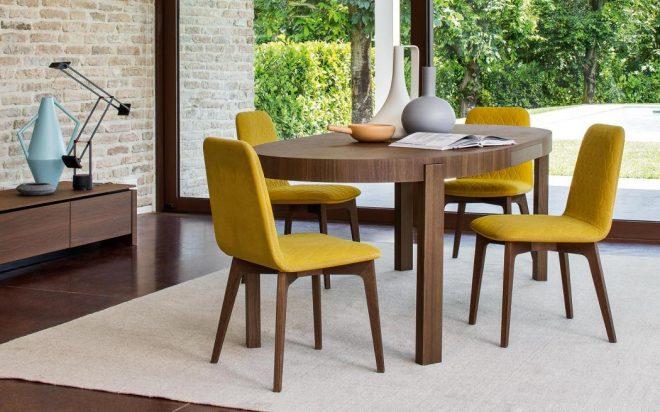 Стол и стулья на кухне