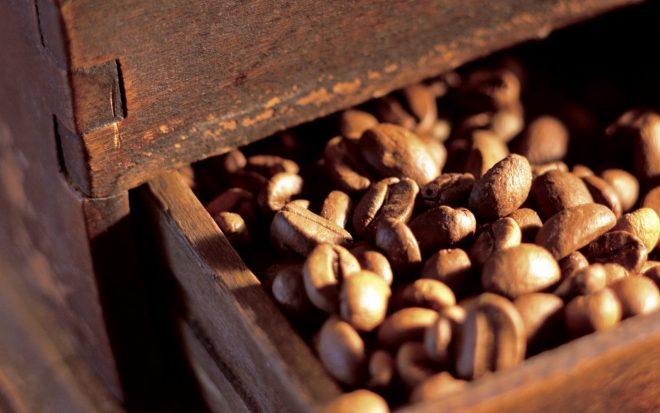 Кофе для борьбы с запахами в микроволновке