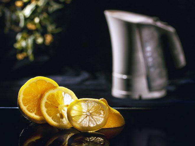 Очистка чайника лимонным соком