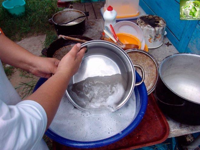 Мытье кастрюли