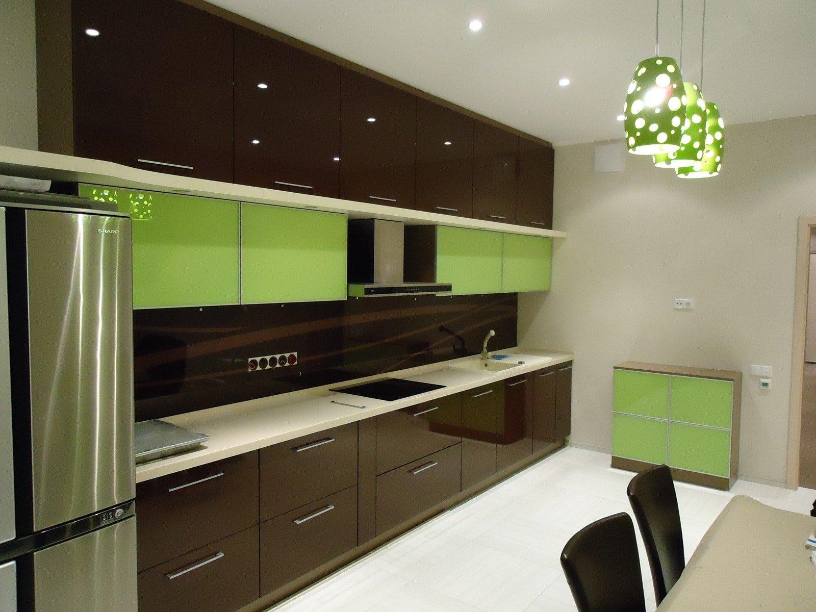 того, кухни с эмалевыми фасадами фото диванов