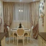 Дизайн кухни площадью 15 кв.м с обеденной зоной и телевизором