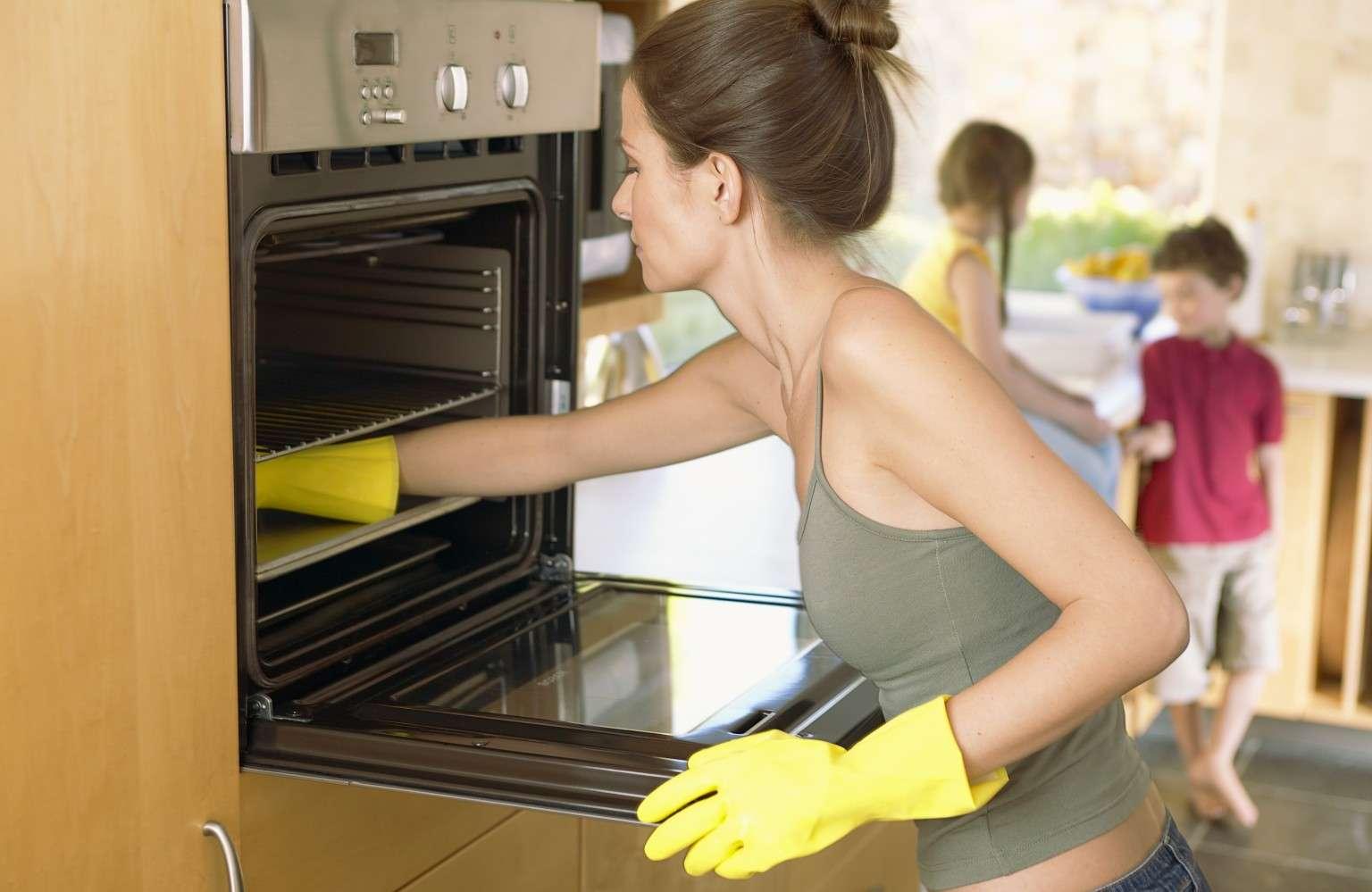Как почистить духовку от жира и нагара в домашних условиях? Как отмыть духовку от старого пригоревшего жира?