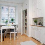 Дизайн прямой белой кухни в скандинавском стиле