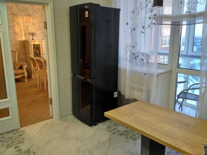 Черный холодильник