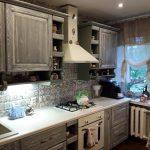 Скромный ремонт меленькой кухни 6,6 кв. м. в стиле кантри