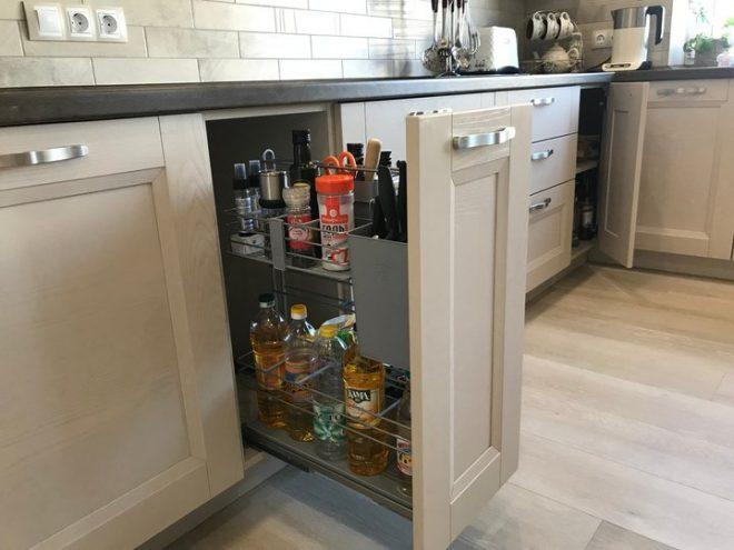 Закрытый угол для хранения домашних припасов