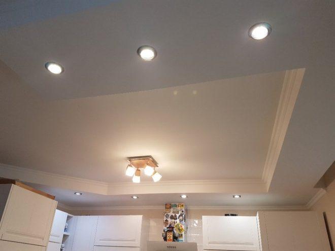 Лампочки на потолке