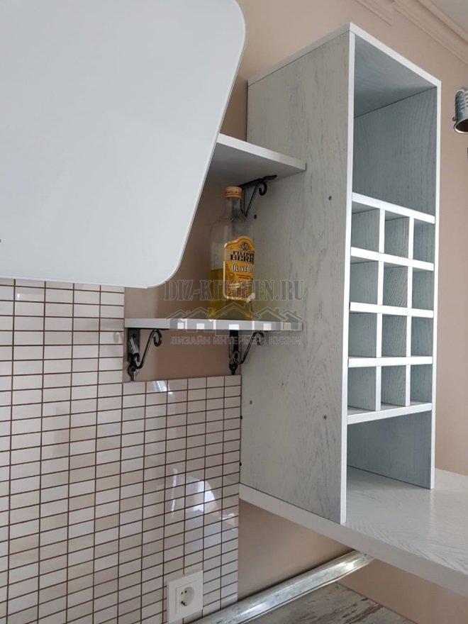 Открытая бутылочница с квадратными ячейками