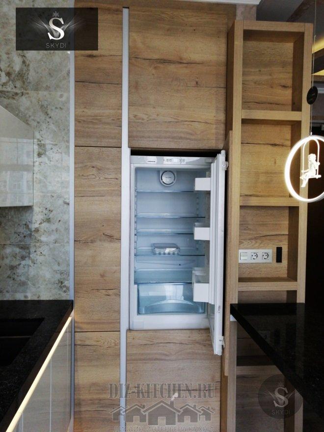 Деревянный стенной пенал с холодильником
