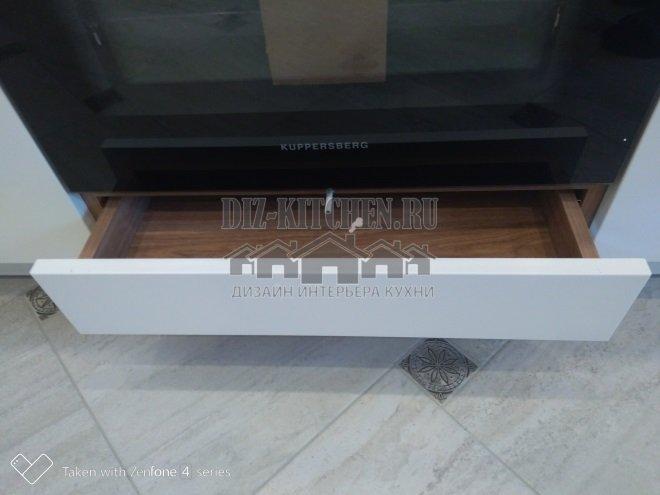 Выдвижной ящик под духовкой