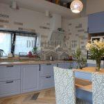 Кухня в стиле прованс 25 кв. м без верхнего ряда шкафов