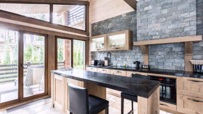 Гипсовый камень на кухне