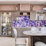 Декоративный камень на кухне — модная идея интерьера