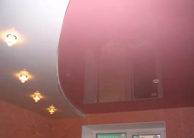Двухуровневый нат�жной потолок на кухне