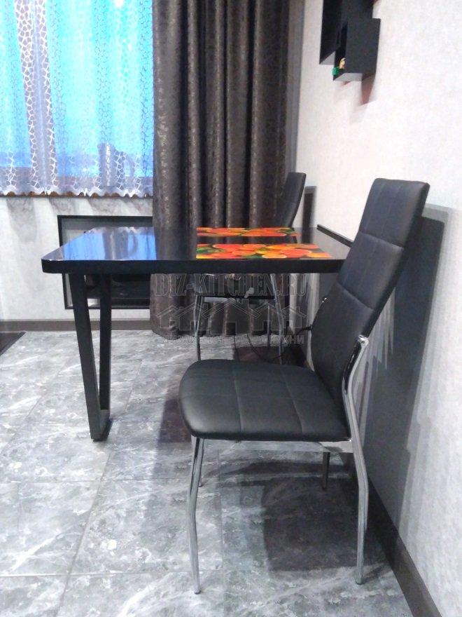 обеденный стол из искусственного камняс опорой стола Макмарт
