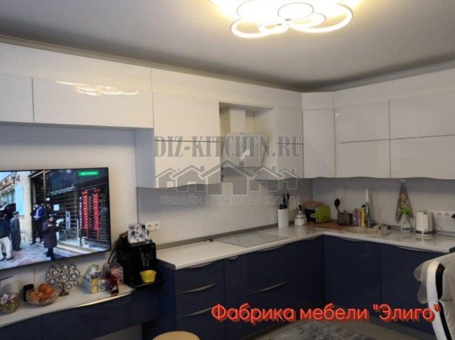 Современная кухня, плавно переходящая в ТВ-Зону