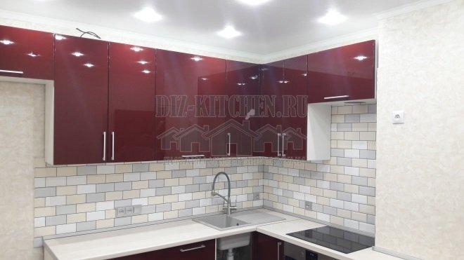 Красная высокоглянцевая кухня