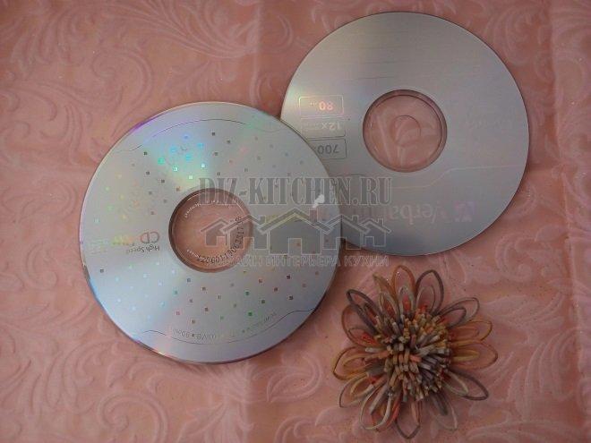 Старые диски на дно и крышку шкатулки