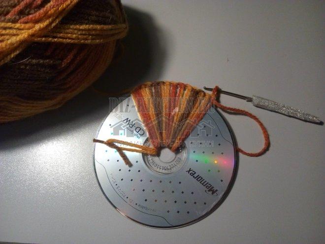 Вяжем обычную цепочку по краю диска