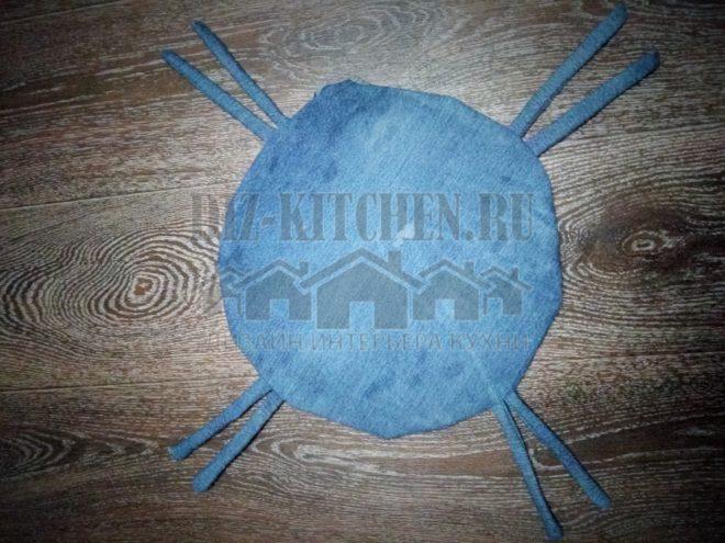 Сидушка-подушка на табурет из старой джинсовки за 1 час