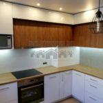 Современная кухня контрастных фактур, цветов и форм