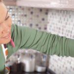 Как и чем отмыть керамическую плитку на кухне от жира?