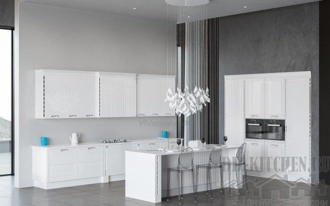 Белая классическая кухня в загородном доме
