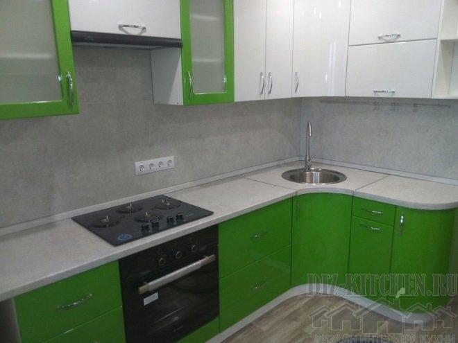 Современная бело-зеленая кухня