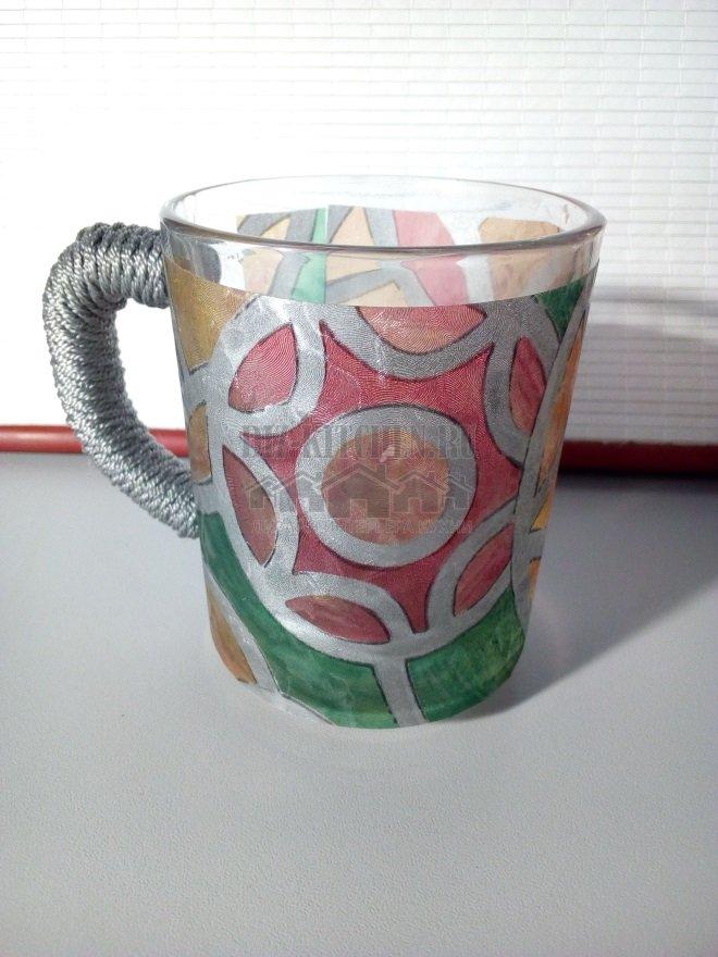 Чашка, декорированная самоклейкой