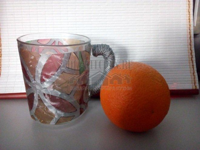 Чашка в витражном стиле
