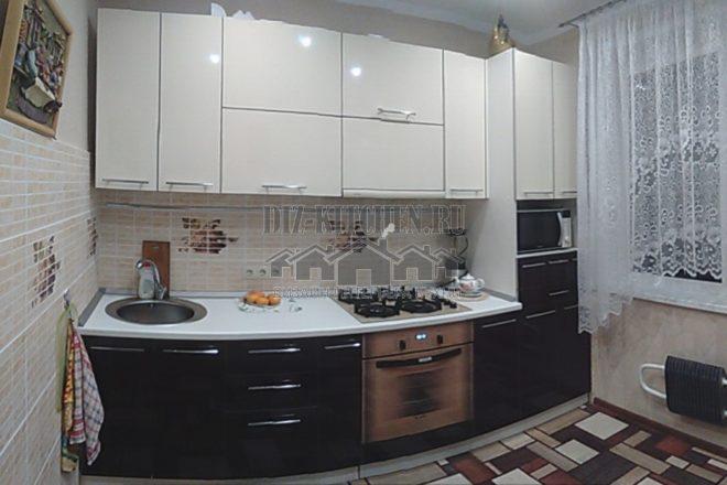 Современная бежево-коричневая кухня