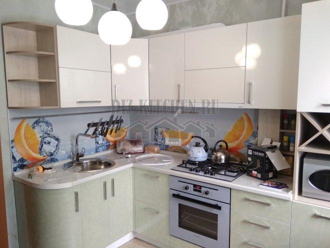 Светлая кухня с фасадами Аделькрайс