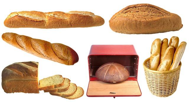 хлеб в хлебнице photo