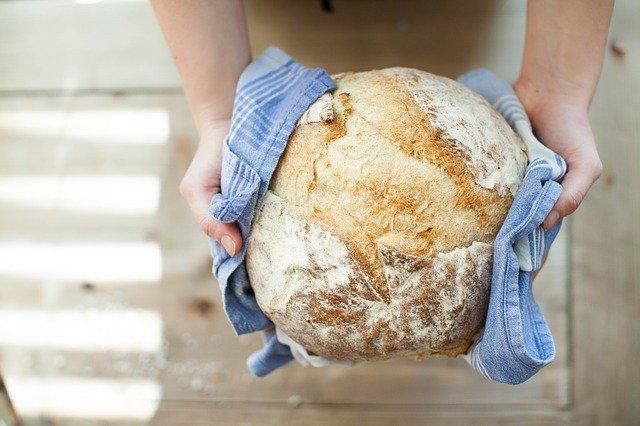 хлеб в ткани photo